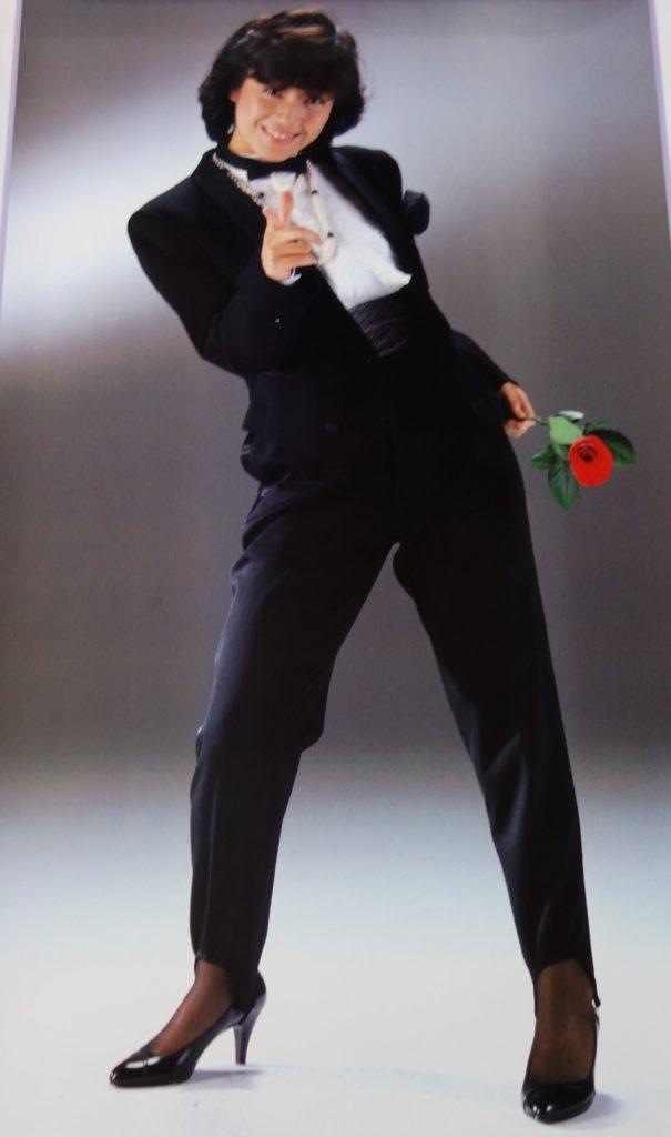 柏原芳恵カレンダー1984年タキシード